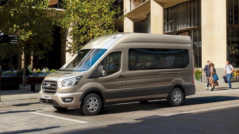 uj-ford-transit-minibus